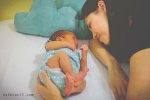 Somos privilegiadas por poder viver a maternidade, inclusive, as madrugadas em claro. | Crédito: Natália Brasil Fotografias